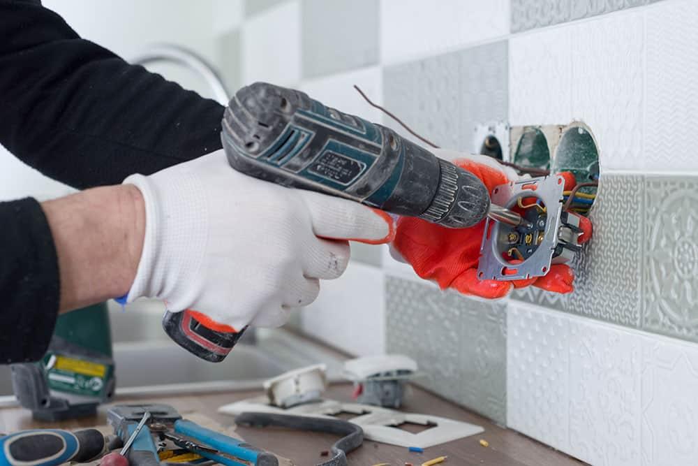 Cosa occorre per eseguire l'installazione interruttore elettrico Milano?